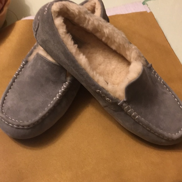 6c2a15b7d96 Ugg slippers